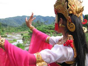 Dewi Sri dancer2
